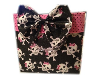 Cross bone purse