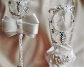 bride and groom flutes. wedding personalized,white silver flutes. wedding champagne glasses.silver wedding.crystal wedding set of 2