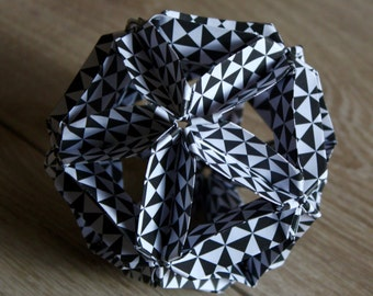 ORIGAMI#02 - Origami ball - Black and white triangles pattern