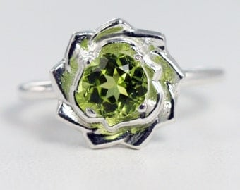 Peridot Flower Ring Sterling Silver, August Birthstone Ring, 925 Peridot Gemstone Ring, Peridot Flower Ring, Pinwheel Ring, 925 Silver Ring