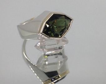 Stunning handmade 18ct gold, Silver and precision cut moldavite ring.