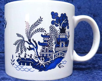 1 pint ceramic mug with Blue willow pattern design all round