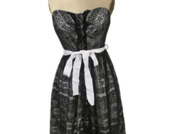 Peeking Needlework Black lace strapless Dress