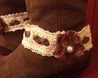 Chic Lacy flower boot garter