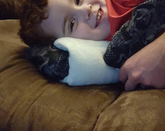 Breastfeeding/ travel sleeve pillow