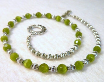Stunning Green Cat's Eye Glass Bead Necklace with Metal Accents 18.75 Inches