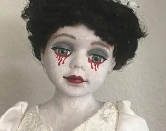Creepy Doll - Blanca