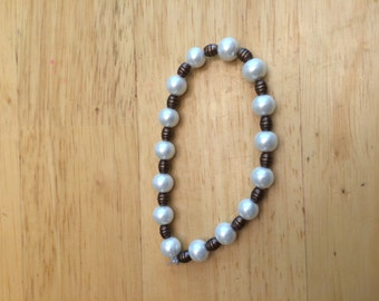 bracelet with pearls and beads