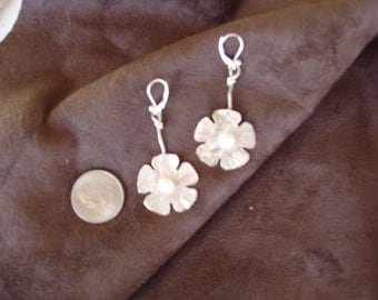 Sterling silver flower with freshwater pearl