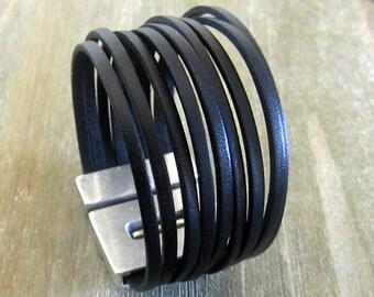 Bracelet man leather black, magnetic clasp, width 3cm.