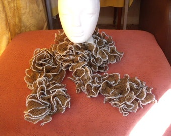 ruffle scarf green with silver edging
