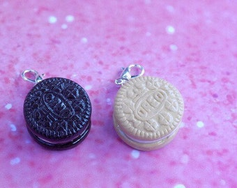 Oreo key chain, oreo charm/miniature fake food/ kawaii/ chocolate oreo/ vanilla oreo/ food charm, kawaii, food jewelry, miniature food charm