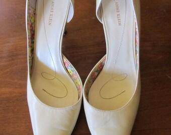 Vintage Off White Kitten Heel Pumps Size 9.5