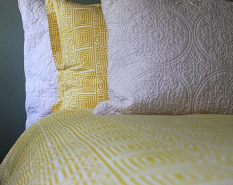Yellow geometrical wood-block printed duvet cover. Printed on extra soft percale cotton.