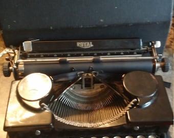 Vintage 1920s Royal Typewriter