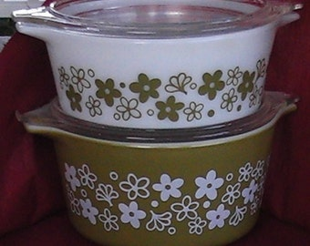 1960's set of 2 402 and 403 Spring Blossom casserole pyrex bowls with lids