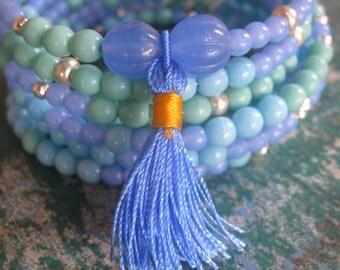 Bracelet on memory wire