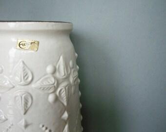 CARSTENS • white floor vase • Europe • 1346-40