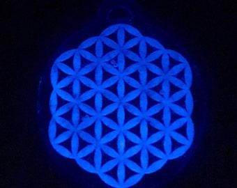 Flowe of life glow pendent