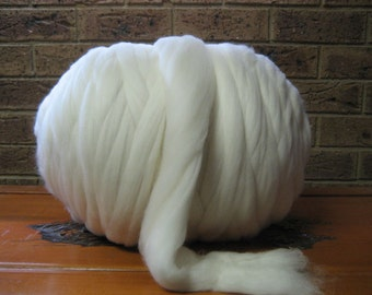 Raw Wool Roving -20.5 Micron Merino Spinning Fiber - 17.63 LB