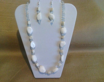 260 Subtle White Howlite Stones and White Mountain Jade Beaded Necklace