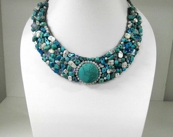 Half circle necklace Decorate with stone and shell (Blue)