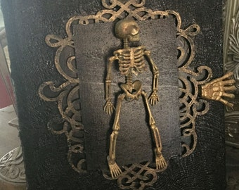 "Skeleton ""Spell Book"""