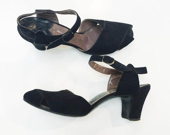 1940s Monnig's Suede Ankle Strap Heel (size 7)