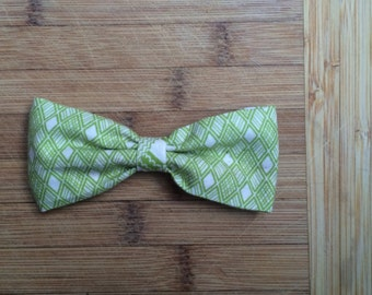 bow tie fabrics green to ground, metal clip attached