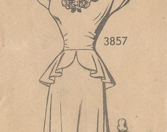"1940s Vintage Sewing Pattern B32"" DRESS & EMBROIDERY TRANSFER (R347) The American Weekly 3857"