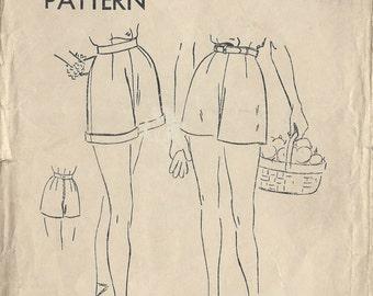 "1940s Vintage VOGUE Sewing Pattern W26"" SHORTS (R251) Vogue 7078"