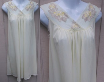 60s Vintage Yellow Nylon Tricot Nightgown / Long Babydoll Nightie / Sz med - lge