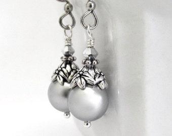 Swarovski Pearl Earrings, Silver Gray Pearls, Swarovski Crystal, Vintage Style, Wedding Bridesmaid Gift, Quinceanera, Sweet 16, Gift for Her