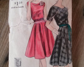 Vintage 1950s Pattern Dress 50s Day Dress Circle Skirt Vogue 4153 B32 2015540