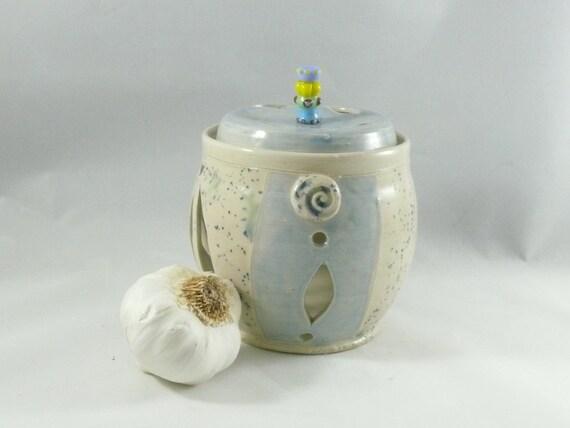 Ceramic Garlic Keeper Lidded Storage Jar or Canister, Ventilated Lidded Jar, Garlic Pot, Decorative Kitchen Home Decor G18