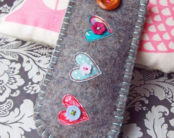 Felt Glasses Case - Hearts (free shipping in UK)