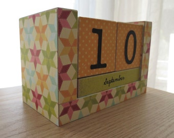 Wooden Block Perpetual Calendar - Country Quilting Squares - Star Quilt Design - Colorful Quilt Blocks - Great Gift for Mom - Gifts for Her