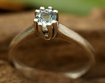 Blue topaz ring in prongs setting with sterling silver band