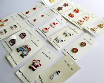 Hand painted buttons - Novelty Buttons - vintage buttons - button collection - button - metal buttons - Christmas buttons - craft buttons