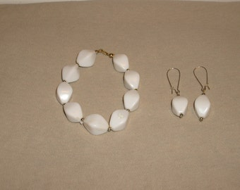 Lovely vintage, lucite bracelet and earring set. (would pop against a lovely tan)