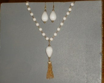 1960s Vintage tassle necklace and matching earring set