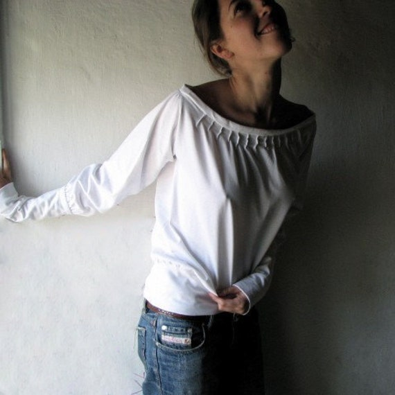 White blouse, Medieval blouse, Jersey top, Long sleeved top, White sweater, Winter top, Women clothing, Winter clothing, Larp, Boat neck top