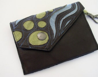 Little Envelope Wallet in dark brown leather with Keyclip