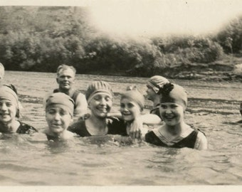 Vintage photo 1918 Bathing Beauty Group Swimming in River Snapshot photo
