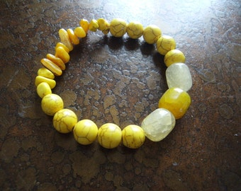 Buttercup Howlite Agate and Glass Beaded Stretch bracelet