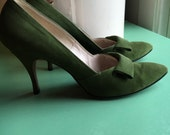 Green Suede Hi-Arch High Heel Shoes-Peacock Shoes-Peacock Shoe Shop-Milwaukee-Wosconsin---Pin-up Pumps-Size 8