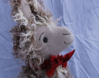 Fergus MacTavish, a Scottish llama, Storybook sewing pattern for stuffed toy, PDF, instant download