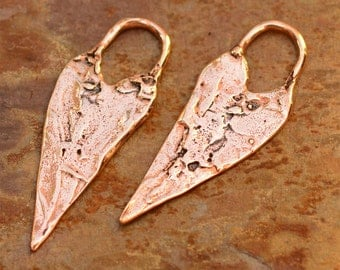 Two Long Heart Charms in Copper Bronze, D16