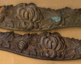 ONE vintage brass stamping victorian or art nouveau style puffy flowery design stamping, long and wavy ox patina RUST