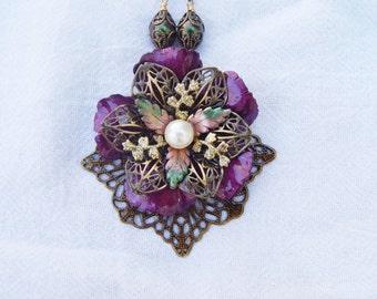 Stunning Purple Flower Necklace
